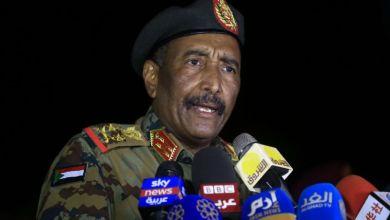 صورة بعد انتهاء التمرّد.. البرهان يؤكد التزام الجيش بالانتقال الديمقراطي في السودان