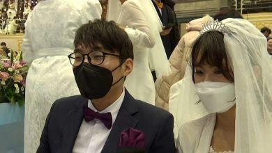 صورة زواج رغم أنف كورونا بحفلٍ جماعي في كوريا الجنوبية