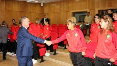 Photo of لقجع يستقبل لاعبات المنتخب الوطني ويعد بتوفير الظروف الاحترافية لتطوير الكرة النسوية