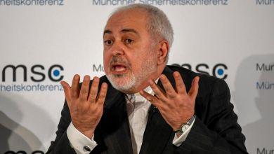 صورة وزير خارجية ايران يعتبر ان ترامب محاط بمستشارين سيئين