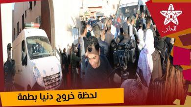 صورة فوضى عارمة أمام المحكمة الابتدائية بمراكش أثناء توهيم الإعلام بخروج دنيا بطمة وشقيقتها