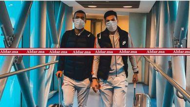"""صورة بسبب """"كورونا"""".. لاعبو نهضة بركان يضعون كمامات واقية في القاهرة (صور)"""