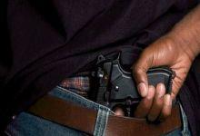 صورة موظف شرطة بالدار البيضاء يجبر على استعمال سلاحه الوظيفي لتوقيف شخصين عرضا أمن وسلامة المواطنين لاعتداء خطير