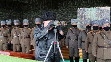 صورة كوريا الشمالية تطلق صاروخين بالستيين