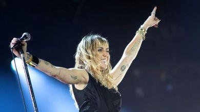 """صورة المغنية مايلي سايرس تتحدث عن """"فوائد"""" فيروس كورونا"""