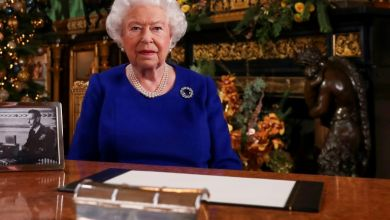 Photo of الملكة اليزابيث تشيد بمواجهة البريطانيين لفيروس كورونا