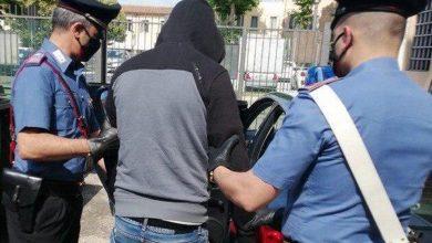 صورة إيطاليا.. اعتقال شخص هاجم مغربيتين محجبتين بسكين وطالبهن بالعودة إلى المغرب