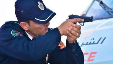 صورة أسفي..ضابط شرطة يضطر لاستخدام سلاحه الوظيفي لتوقيف شخص عرض عناصر الشرطة للتهديد