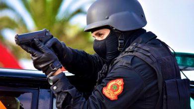 صورة فاس .. شرطي يضطر لاستعمال سلاحه الوظيفي خلال تدخل أمني