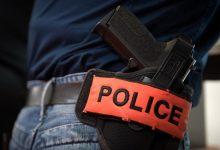 Photo of شرطي يُشهر مسدسه لإيقاف شخص هدد مواطنين في مكناس