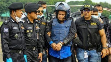 صورة اعتقال مالك مستشفى في بنغلادش لاصداره نتائج فحوص كورونا مزيفة