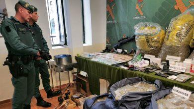 صورة اعتقال مغاربة وحجز أسلحة نارية في تفكيك شبكة لتهريب الحشيش المغربي الى اسبانيا