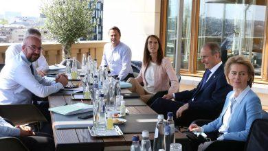 صورة القادة الأوروبيون يكثفون المحادثات في بروكسل لتجنب إخفاق في إقرار خطة إنعاش اقتصادي