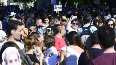 صورة المئات يتظاهرون في مدريد رفضا لوضع الكمامة