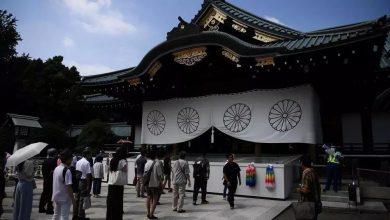 """صورة إمبراطور اليابان يبدي """"ندمه الشديد"""" على ماضي بلاده في الحرب العالمية الثانية"""