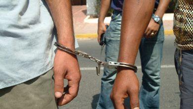 صورة اعتقال شخصين بالبيضاء يشتبه ارتباطهما بشبكة إجرامية تنشط في الاتجار في المخدرات