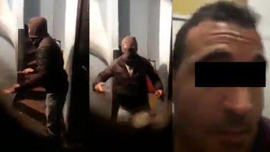 صورة اعتقال شخص شارك بتصوير فيديو مفبرك لجريمة وهمية تزعم استهداف منزل بدعوى الاضطهاد الديني