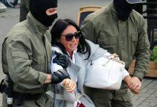 صورة روسيا البيضاء: الشرطة تعتقل مئات النساء وتقتادهن إلى جهة غير معلومة بعد مظاهرة مناهضة للرئيس