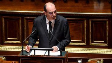 صورة رئيس الحكومة الفرنسي يعرض خطة تحفيزية لإنعاش الاقتصاد المتضرر جراء أزمة فيروس كورونا