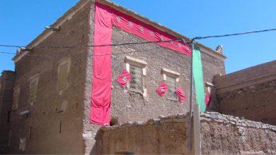 """صورة تسليم مفاتيح مساكن طينية بعد ترميمها في """"قصر ألوكوم"""" بإقليم طاطا"""