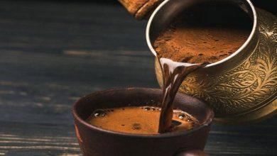 صورة للحفاظ على صحتك.. 4 مكونات لا تضفها إلى القهوة