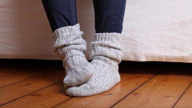 صورة مع دخول الشتاء.. ما أسباب برودة القدمين وكيف يمكن علاجها؟