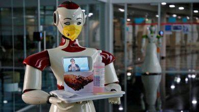 """صورة الهند.. الروبوت """"ميترا"""" يساعد مرضى كورونا على التواصل مع ذويهم"""