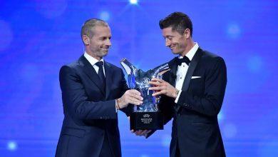 صورة ليفاندوفسكي يفوز بجائزة أفضل لاعب في أوروبا عام 2020