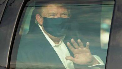 صورة انتقادات لترامب بعد خروجه من المستشفى لبعض الوقت لتحية أنصاره
