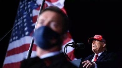 صورة ترامب وبايدن يتوجهان إلى ولايات متأرجحة في أسبوع انتخابي محموم