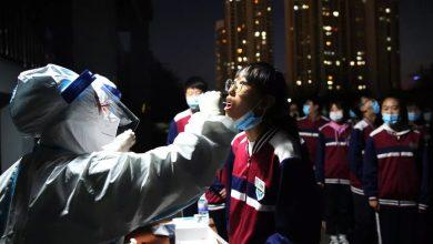 """صورة الصين تجري فحوص كوفيد-19 لسكان مدينة كاملة ومنظمة الصحة تندد بفكرة """"مناعة القطيع"""""""