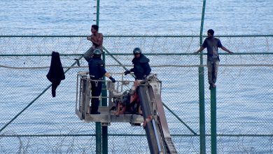 """صورة هذه تفاصيل تركيب إسبانيا لسياج جديد """"غير مؤد"""" على حدود سبتة ومليلية"""