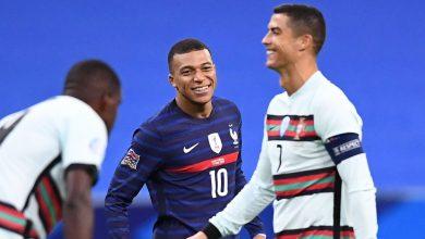 صورة كريستيانو رونالدو يداعب مبابي خلال مباراة فرنسا ضد البرتغال