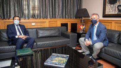 """صورة هذه تفاصيل مباحثات رئيس حكومة جزر الكناري مع القنصل المغربي بعد """"اجتياح"""" """"الحراكة"""" للجزر"""