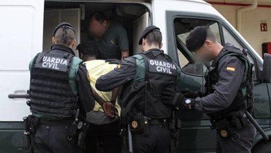 صورة اعتقال 5 أشخاص للاشتباه في تورطهم في احتجاز صياد مغربي والابحار بقاربه الى اسبانيا