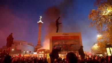 """صورة تعبئة في عدة مدن فرنسية للتنديد بقانون""""الأمن الشامل"""" واشتباكات متفرقة بين محتجين والشرطة في باريس"""
