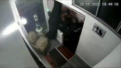 صورة فرنسا: توقيف أربعة شرطيين ظهروا في تسجيل مصور يعنفون ويشتمون رجلا أعزل