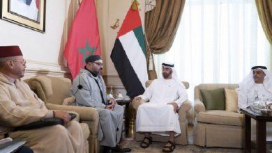 صورة ولي عهد أبو ظبي يهنئ الملك محمد السادس بعيد الاستقلال