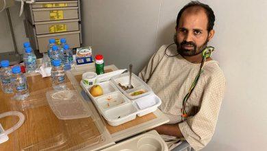 صورة عائلة هندية تطالب الدوحة بالتعويض بعد أن حرم قطري ابنها من بصره