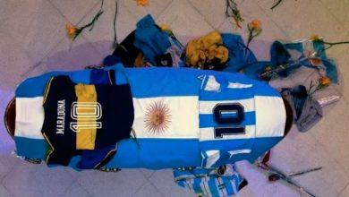 """صورة وفاة دييغو مارادونا: الأرجنتين تلقي النظرة الأخيرة على """"ابنها المدلل"""" قبل أن يوارى الثرى"""