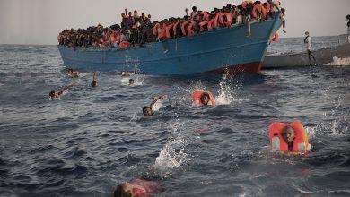 """صورة فاجعة..مصرع ثمانية """"حراكة"""" معظمهم مغاربة في انقلاب قارب سواحل إسبانيا"""