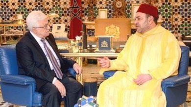 صورة جلالة الملك يهنئ الرئيس محمود عباس