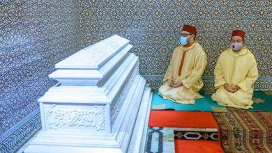 صورة أمير المؤمنين يترحم على روح جلالة المغفور له الملك الحسن الثاني طيب الله ثراه