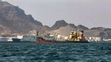 صورة ناقلة نفط تتعرض لهجوم قبالة سواحل اليمن بعد أيام على هجوم مماثل في مرفأ سعودي
