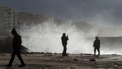 صورة أمواج عاتية تتراوح بين 4 و امتار تضرب سواحل أصيلة وطرفاية